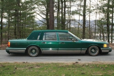 Photo 1994 Lincoln Towncar Lowrider with Hydraulics Spoke Rims Full Custom