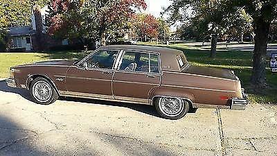 Photo 1983 Oldsmobile Regency Ninety Eight Brougham 98 Vinyl Top
