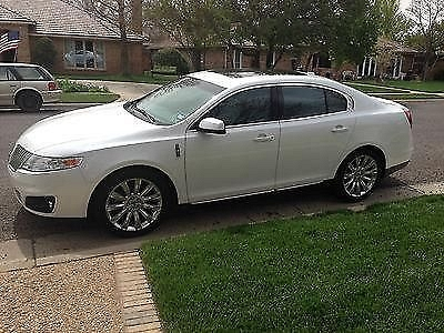 Photo 2010 Lincoln MKS Pearl White 48000 miles navigation