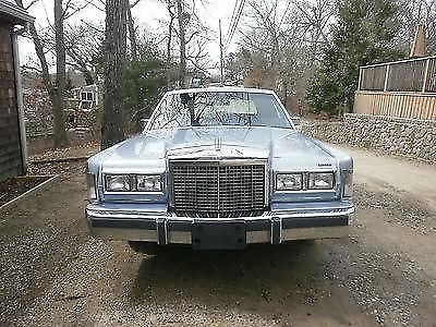 Photo 1986 Lincoln Continental Base Sedan 4-Door 5.0L TOWN CAR