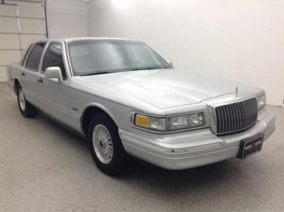 Photo 1997 Lincoln Town Car 4D Sedan Signature