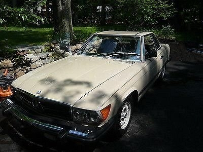 Photo 1983 Mercedes-Benz 380SL Base Convertible 2-Door 3.8L
