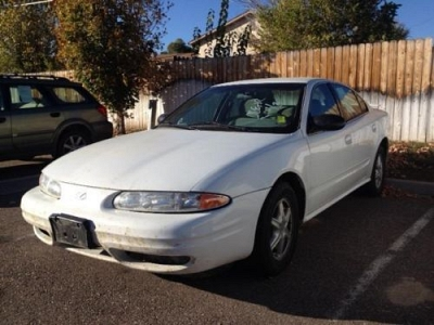 Photo 2004 Oldsmobile Alero 4dr Car GL1