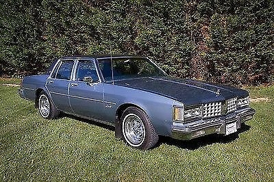 Photo 1985 Oldsmobile Delta 88 Royale Brougham Sedan 4-Door 5.0L