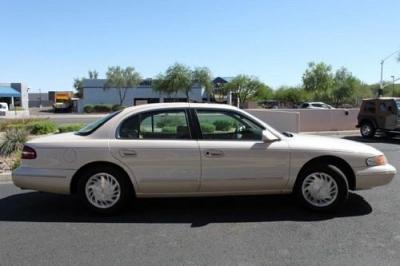 Photo 1996 Lincoln Continental Sedan 4-Door 4.6L - Low Miles - Like New