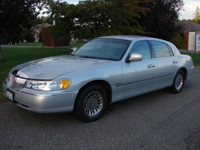 Photo 1999 Lincoln Town Car Cartier, low low miles and super LUXURY