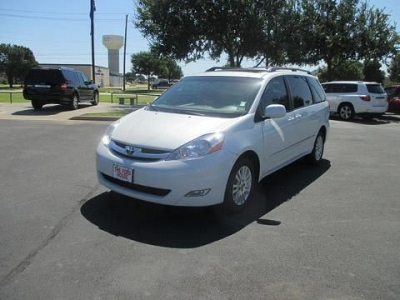 Photo 2008 TOYOTA SIENNA ALL-WHEEL DRIVE WITH LOCKING DIFFERENTIAL 4 DOOR P