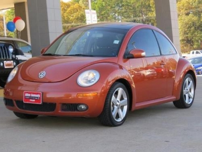 Photo 2010 Volkswagen New Beetle Coupe 2dr Car Red Rock Edition