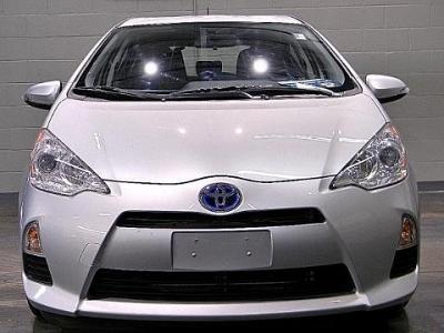 Photo 2012 Toyota Prius c 5 Door Hatchback