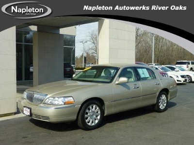 Photo 2009 Lincoln Town Car 4 Door Sedan