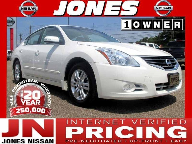 Photo 2010 Nissan Altima 2.5 SL Sedan