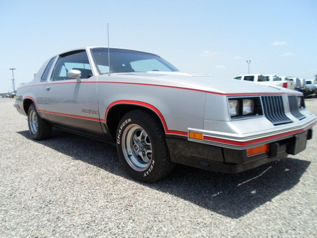 Photo 1984 Oldsmobile Cutlass Supreme HurstOlds Coupe