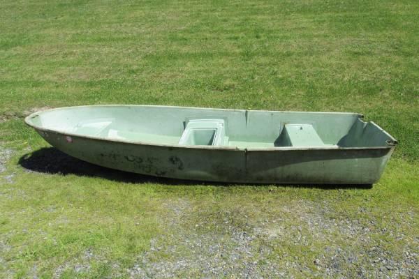 Photo 1239 V Hull Boat-needs TLC or best offer - $60 (Hamburg)