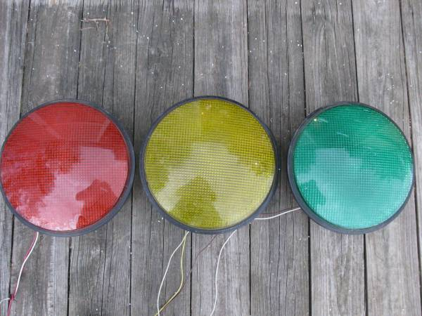 Photo 12 Traffic Lights - Red,Yellow,Green - $25 (Easton)