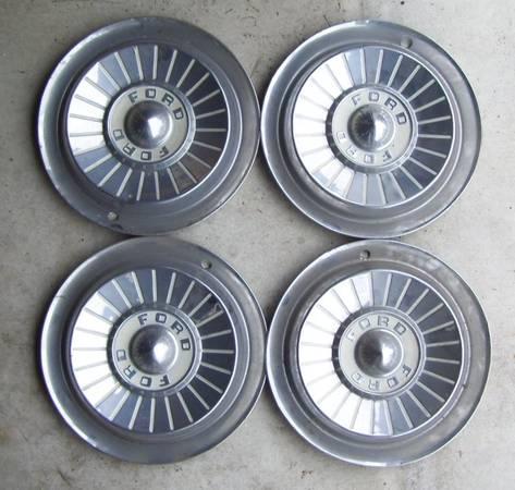 Photo 1957 Ford full hubcaps (Ephrata)