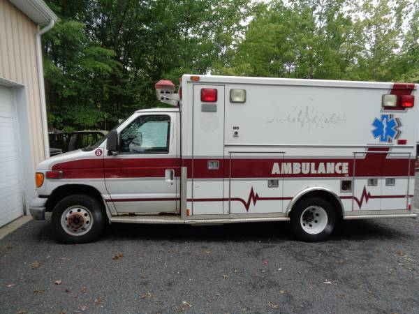 Photo 2003 Ford E350 Ambulance 7.3L Diesel (Needs work) - $2800 (Kintnersville Pa. 18930)