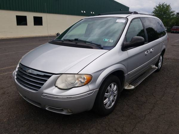 Photo 2005 CHRYSLER TOWN COUNTRY 1 OWNER CLEAN CARFAX PA INSPECTION GOOD FOR - $3,900 (Allentown)
