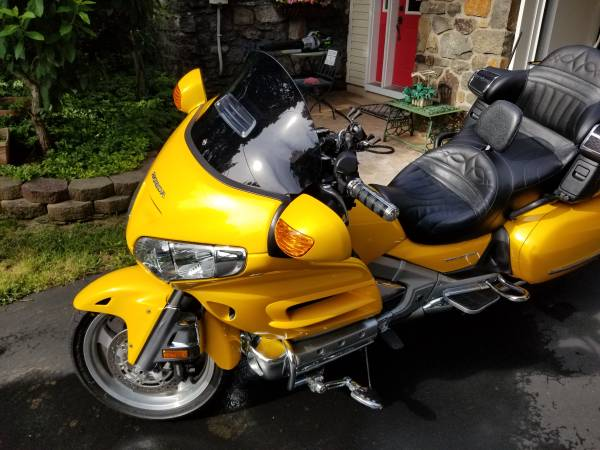 Photo 2010 Honda Goldwing Low Miles - $15,000 (Quakertown)