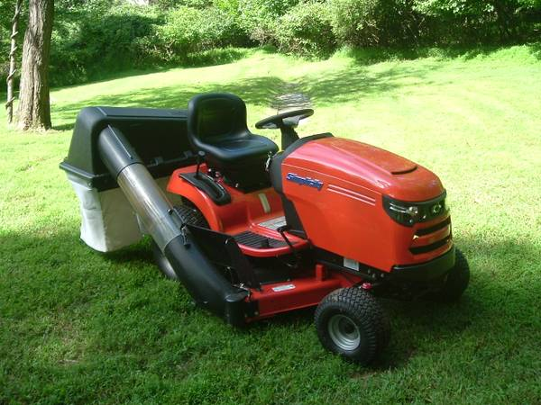 Photo 2018 Simplicity Regent 2544 lawn tractor with 22 Hourstripple bagger - $3,300 (Zionsville,PA)