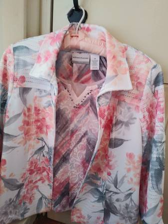 Photo Alfred Dunner jacket and shirt set - $8 (Allentown)