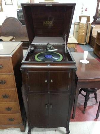 Photo Antique Victor Talking Machine Hand Crank Victrola - $145 (Bechtelsville)