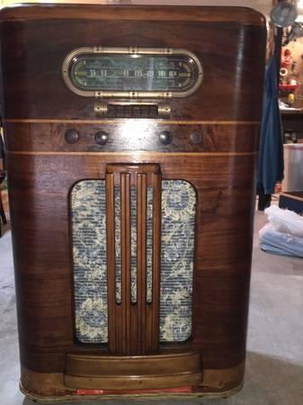 Photo Antique Vintage Radio Bar  1940 RCA Victor  Wine  Liquor Cabinet - $225 (Fountain Hill)