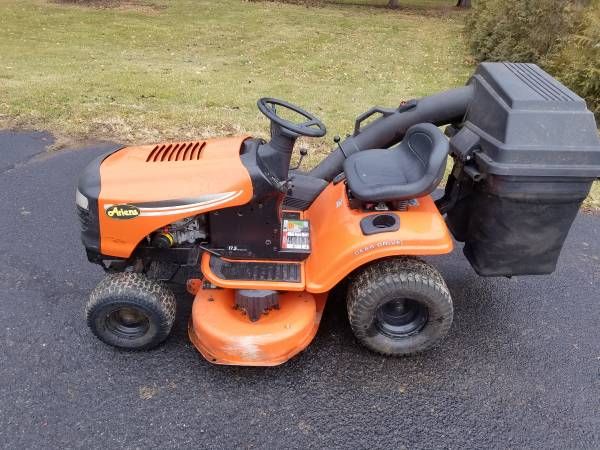 Photo Ariens 42quot riding lawn mower with bagger - $550 (Hellertown)