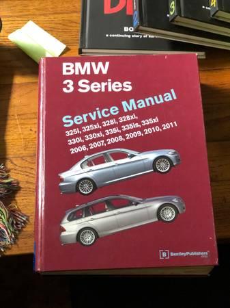 Photo BMW E90 E91 E92 E93 Bentley Service Manual - $40 (Allentown)