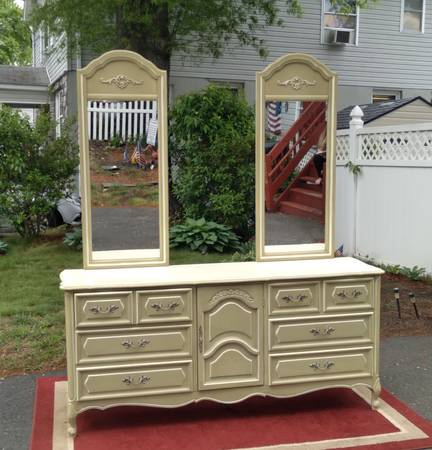 Photo Beautiful French Provincial Dresser with Double Mirrors - $400 (Middletown, NJ)