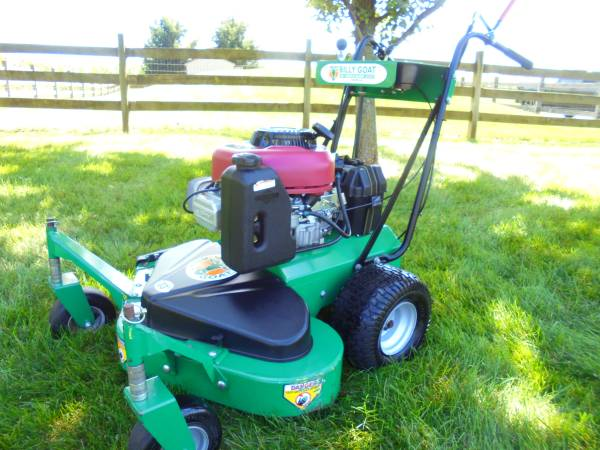 Photo COMMERCIAL 33quot WALK BEHIND MOWER - $750