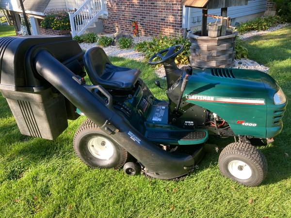 Photo CRAFTSMAN LT1000 LAWN TRACTOR - WITH BAGGER - $550 (PALMERTON)
