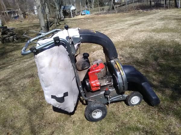 Photo Craftsman Lawn Vacuum Shredder 9 HP - $200 (DOYLESTOWN)