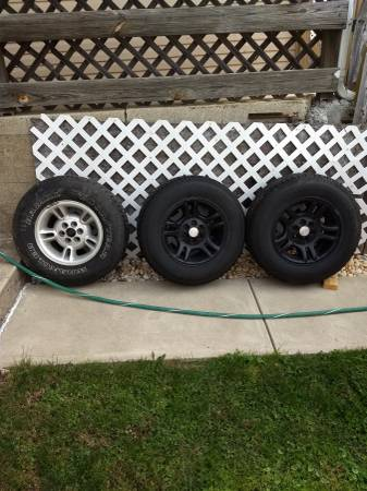 Photo Dodge Dakota rims and tires - $150 (phillipsburg)