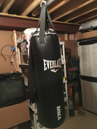 Photo Everlast 70-Pound MMA Boxing Heavy-Bag Kit - $25 (Quakertown)