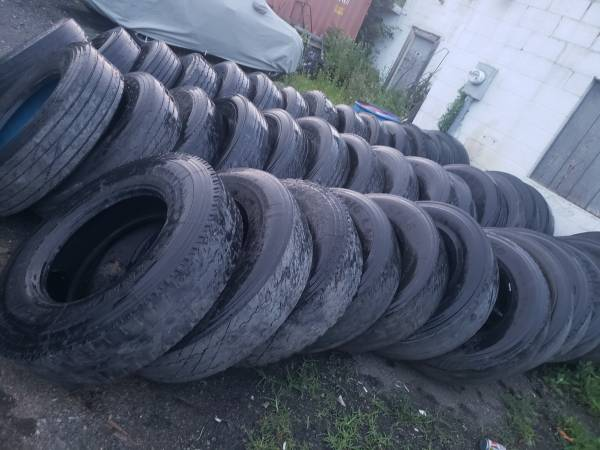 Photo FREE USED 11R 22.5 TRUCK AND TRAILER TIRES (EASTON,PA)