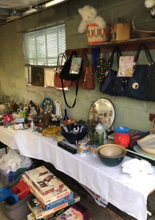 Photo HUGE Garage Sale in Bethlehem Twsp. (Bethlehem)