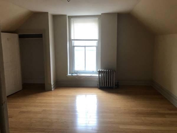 Photo Huge 6 bedroom apartment Allentown. Includes heat, hot water, wst