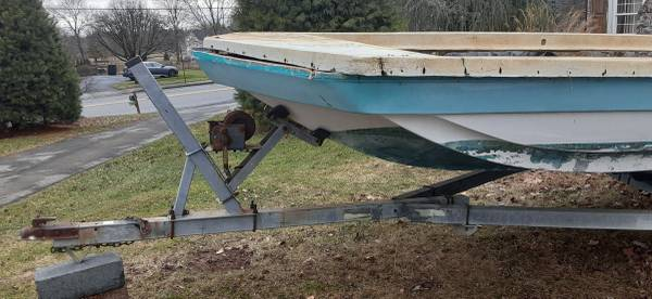 Photo Hurricane 2239 deck boat project - $500 (Macungie)