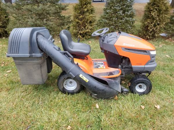 Photo Husqvarna 20hp riding mower with double bagger - $750 (BETHLEHEM)
