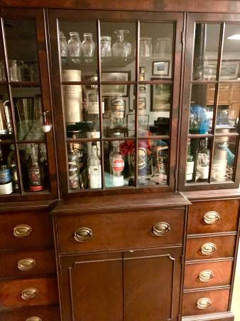 Photo Hutch Glass Front Cabinet Shelves Drawers Lighted Glass Shelves - $75 (Emmaus)