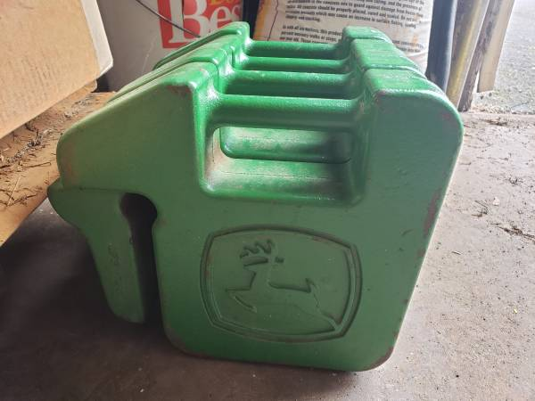 Photo JOHN DEERE CAST IRON SUITCASE WEIGHTS - $55 (HAMBURG)