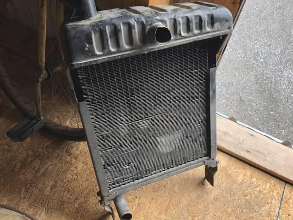 Photo John Deere 420 antique tractor Radiator - $150 (Bangor)