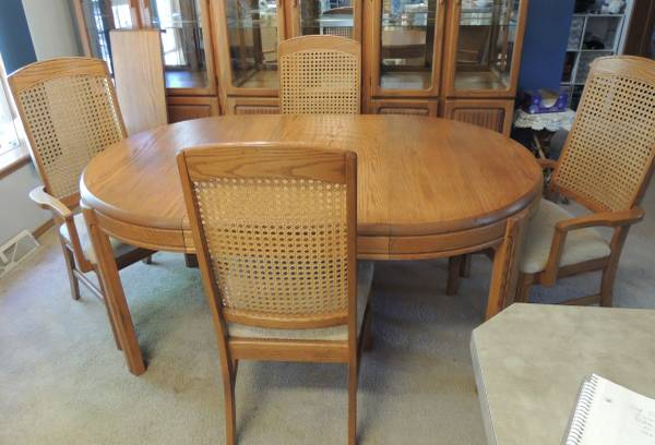 Photo Keller 11pc Solid Oak Dining Rm Set Table 4Chairs 3China Curios USA - $500 (Slatedale)