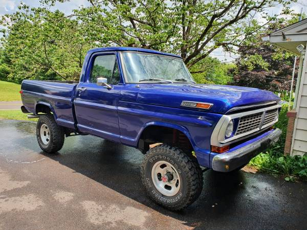 Photo Lifted 1970 Ford F100 4x4 4 speed - RUST FREE - $17,500 (Sellersville)
