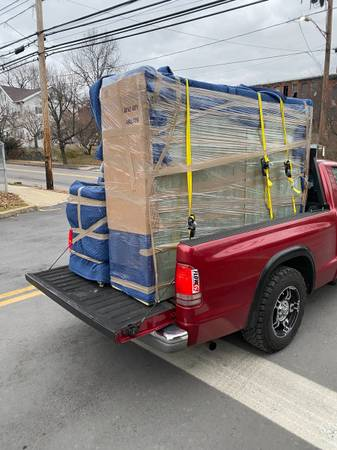 Photo Man with a pick up truck available for pick up and delivery (Bethlehem)