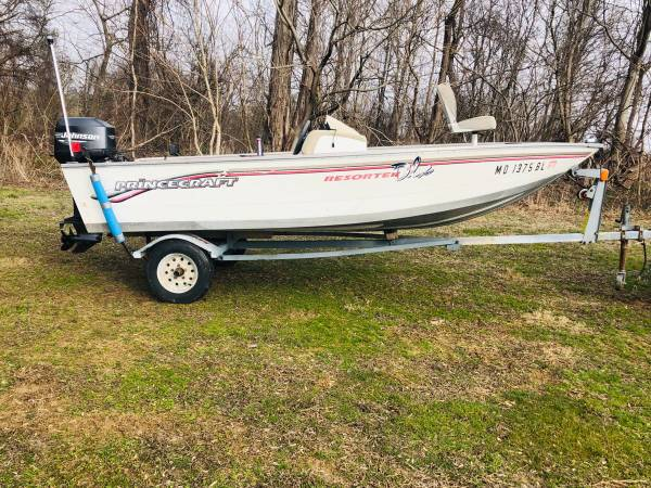 Photo PRINCECRAFT SIDE CONSOLE-FISHING BOAT-VINYL FLOOR 35HP JOHNSON MOTOR - $2995 (Peach Bottom)