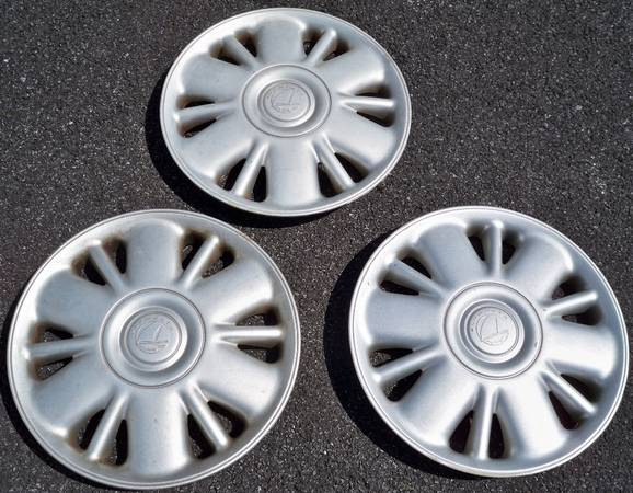 Photo Plymouth Voyager 1996 to 2000 15quot Hubcaps Wheel Covers - $50 (Easton)