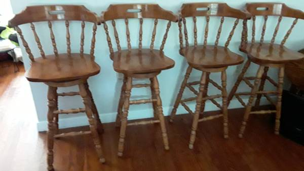 Photo REALLY NICE - FOUR MATCHING ALL WOOD BAR STOOLS - $125 (Emmaus)
