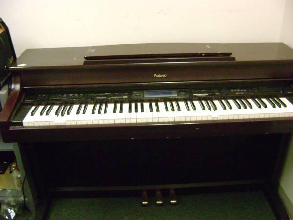 Photo Roland KR575 console piano - $200 (allentown)