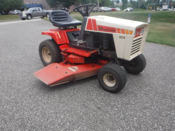 Photo SIMPLICITY 5212 LAWN AND GARDEN TRACTOR 12 HP 423939 CUT 5 SPEED  PARTS (Lansdale)